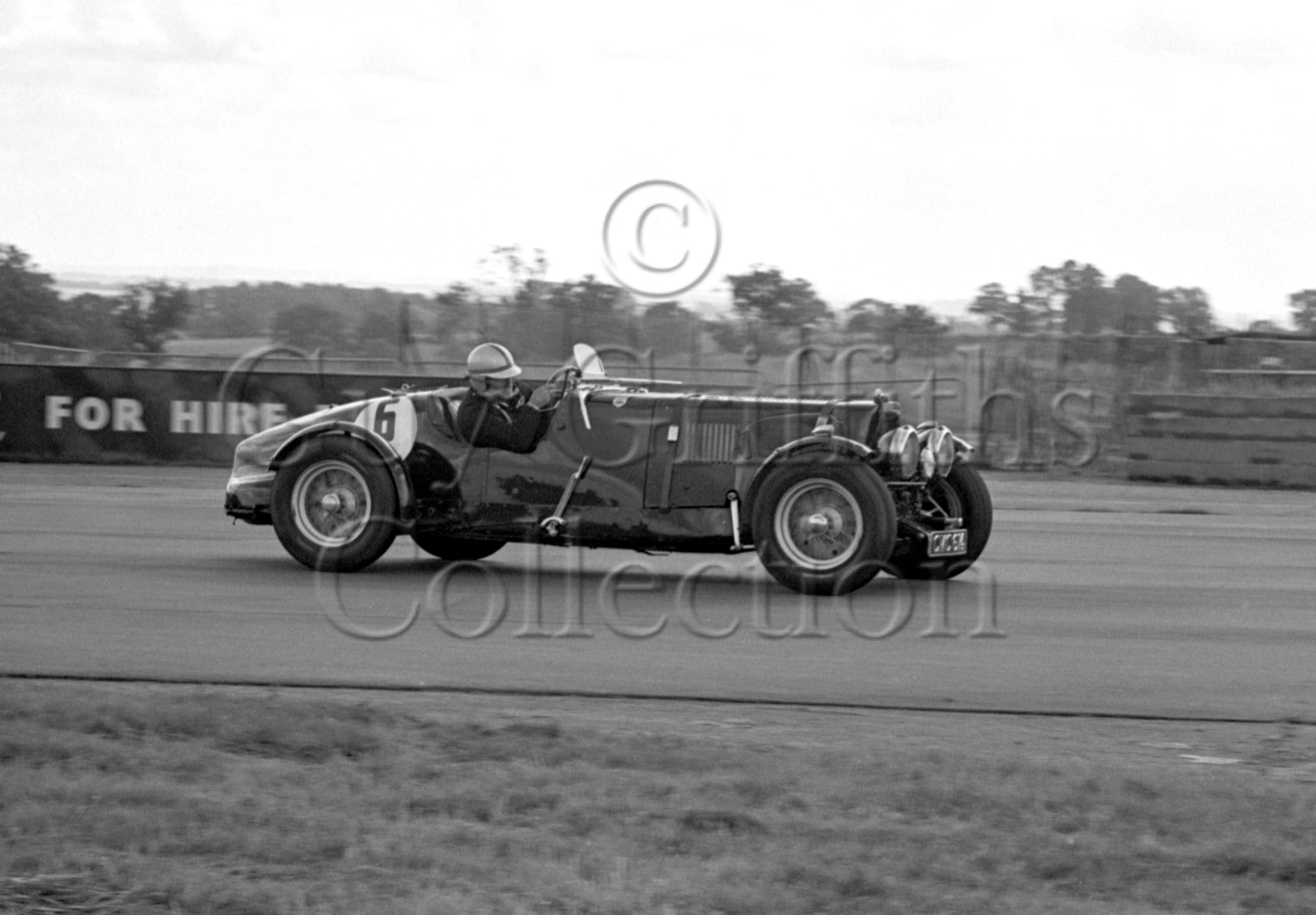 92-884–D-Edwards–Aston-Martin-CMC-614–Silverstone–24-07-1965.jpg - Guy Griffiths Collection