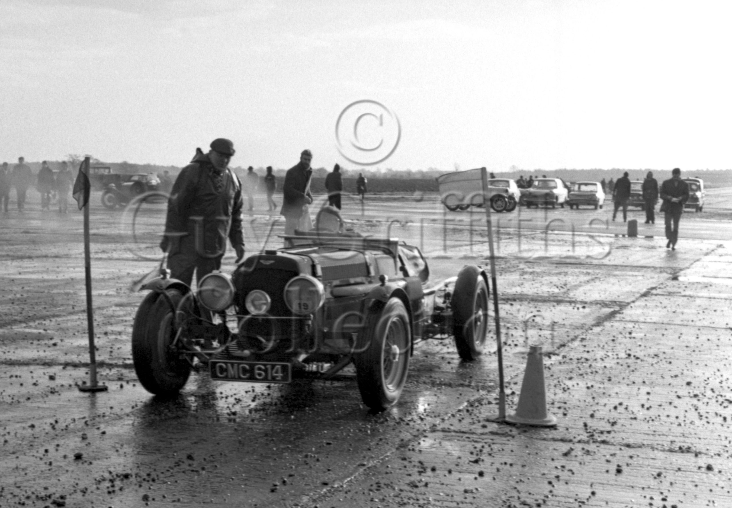 96-776—D-Edwards–Aston-Martin-CMC-614–Silverstone–11-12-1965.jpg - Guy Griffiths Collection