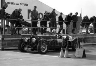 97-372–D-Edwards–Aston-Martin-CMC-614–Silverstone–19-03-1966.jpg - Guy Griffiths Collection