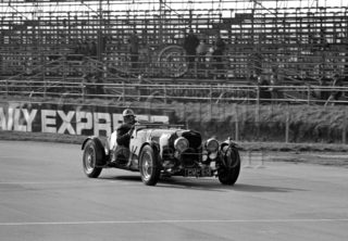 97-605–D-Edwards–Aston-Martin-CMC-614–Silverstone–19-03-1966.jpg - Guy Griffiths Collection