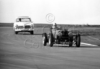 97-701–D-Edwards–Aston-Martin-CMC-614-Silverstone–19-03-1966.jpg - Guy Griffiths Collection