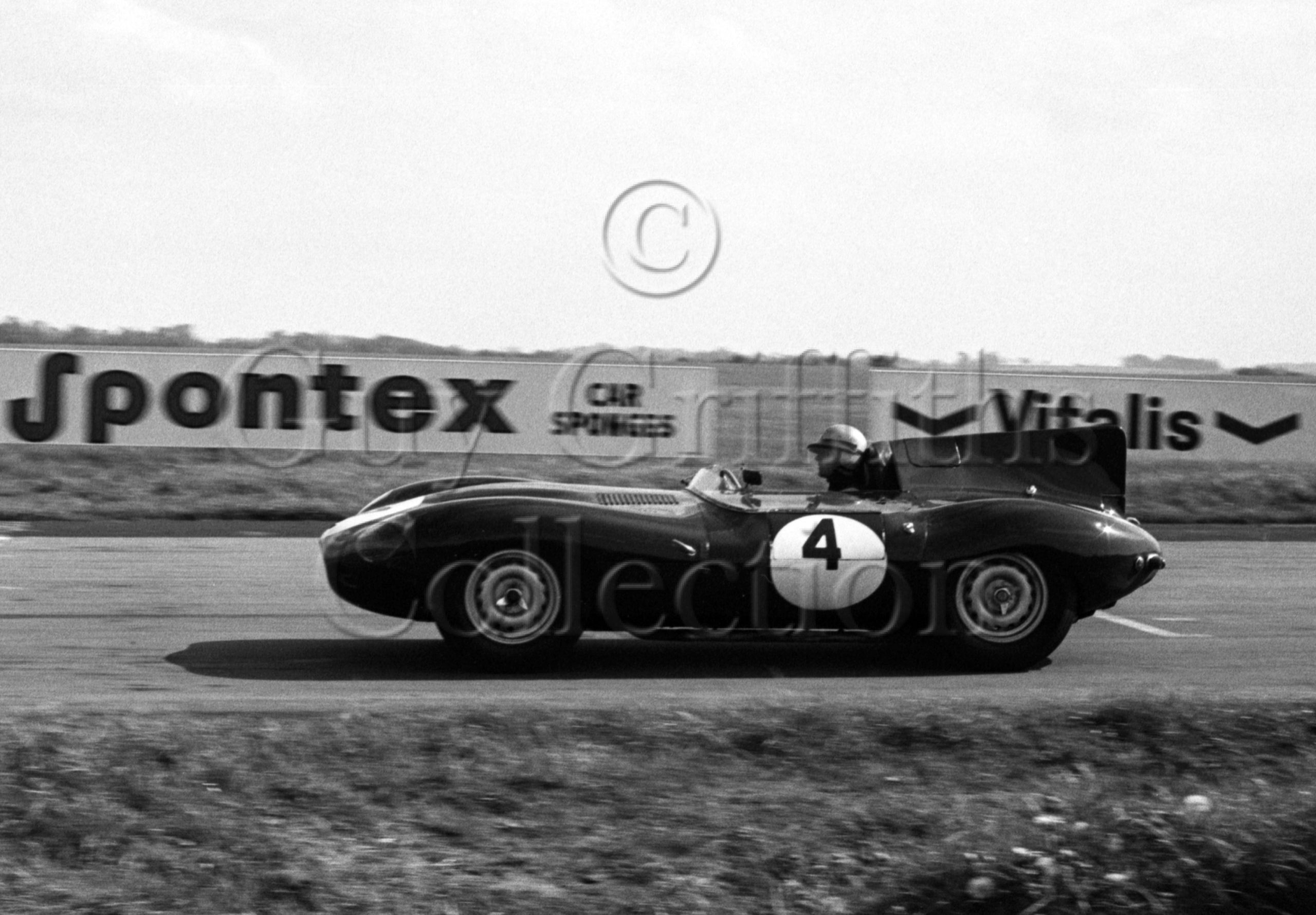 99-274–N-Corner–Jaguar-D-Type–Castle-Combe–14-05-1966.jpg - Guy Griffiths Collection