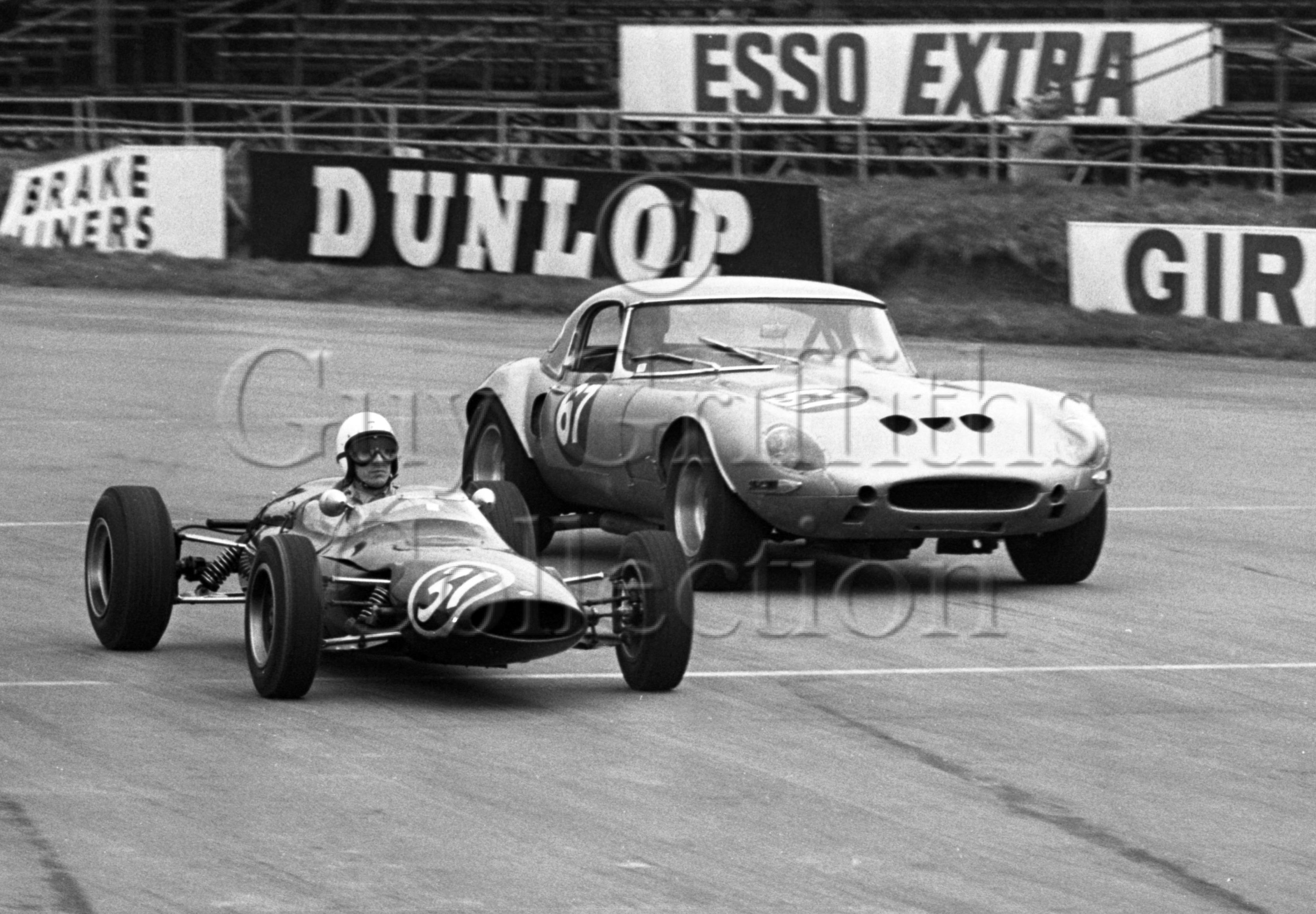 107-572–G-Richardson–Jaguar-Egal-590-DXR–Silverstone–30-03-1968.jpg - Guy Griffiths Collection