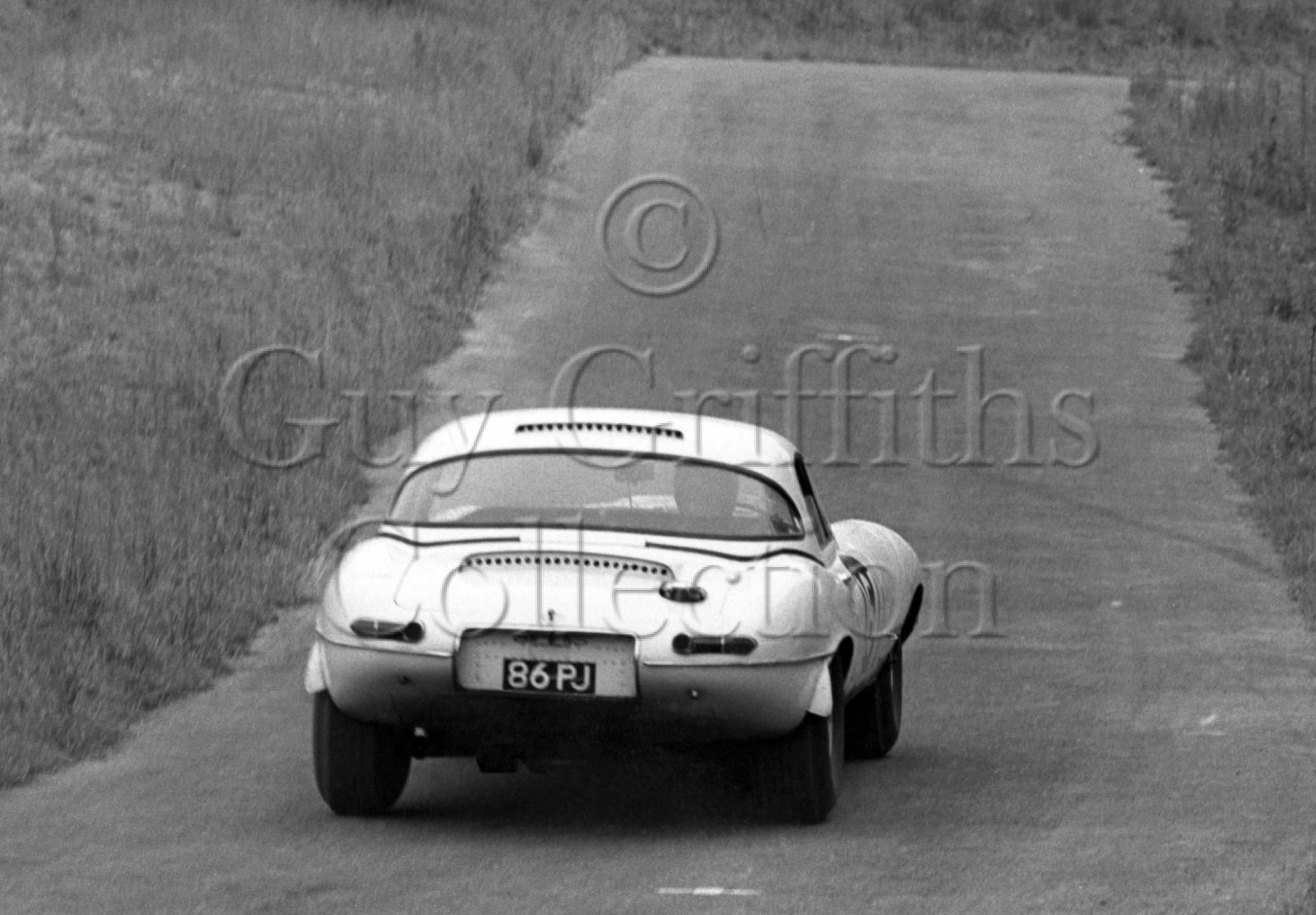 109-443–P-J-Woodley–Jaguar-E-Type-86-PJ–Prescott–07-07-1968.jpg - Guy Griffiths Collection