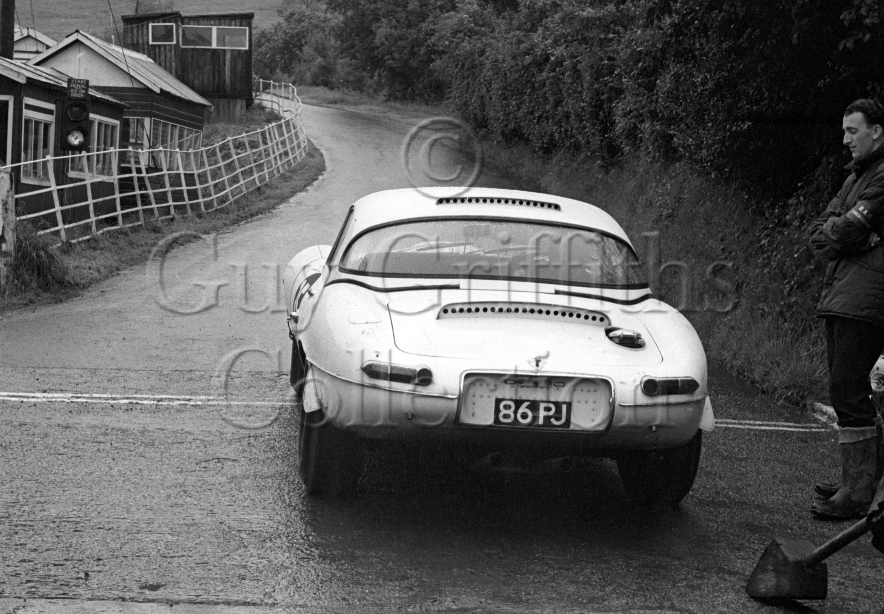 109-674–P-J-Woodley–Jaguar-E-Type-86-PJ–Shelsley-Wash–14-07-1968.jpg - Guy Griffiths Collection