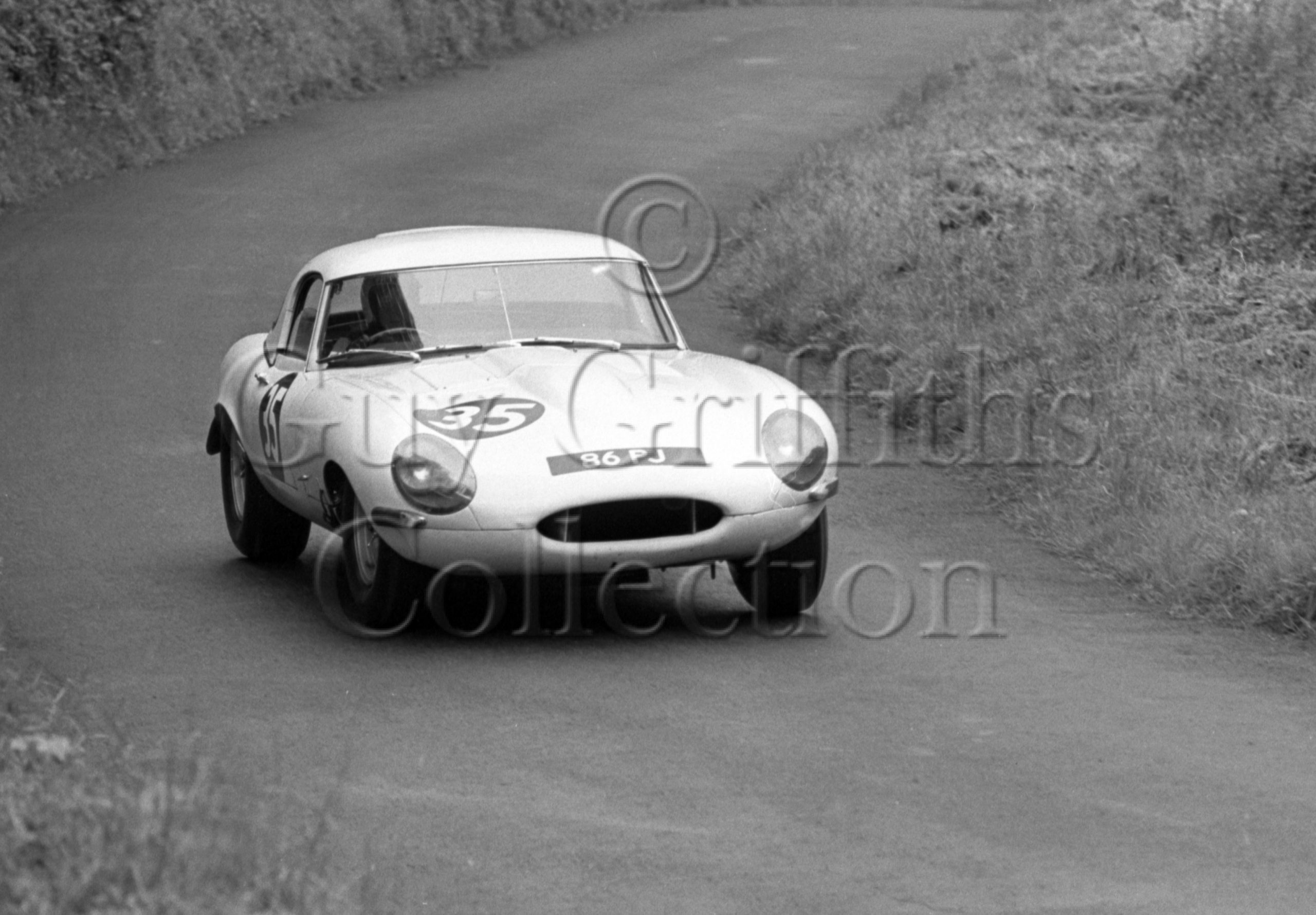 109-733–P-J-Woodley–Jaguar-E-Type-86-PJ–Shelsley-Walsh–14-07-1968.jpg - Guy Griffiths Collection