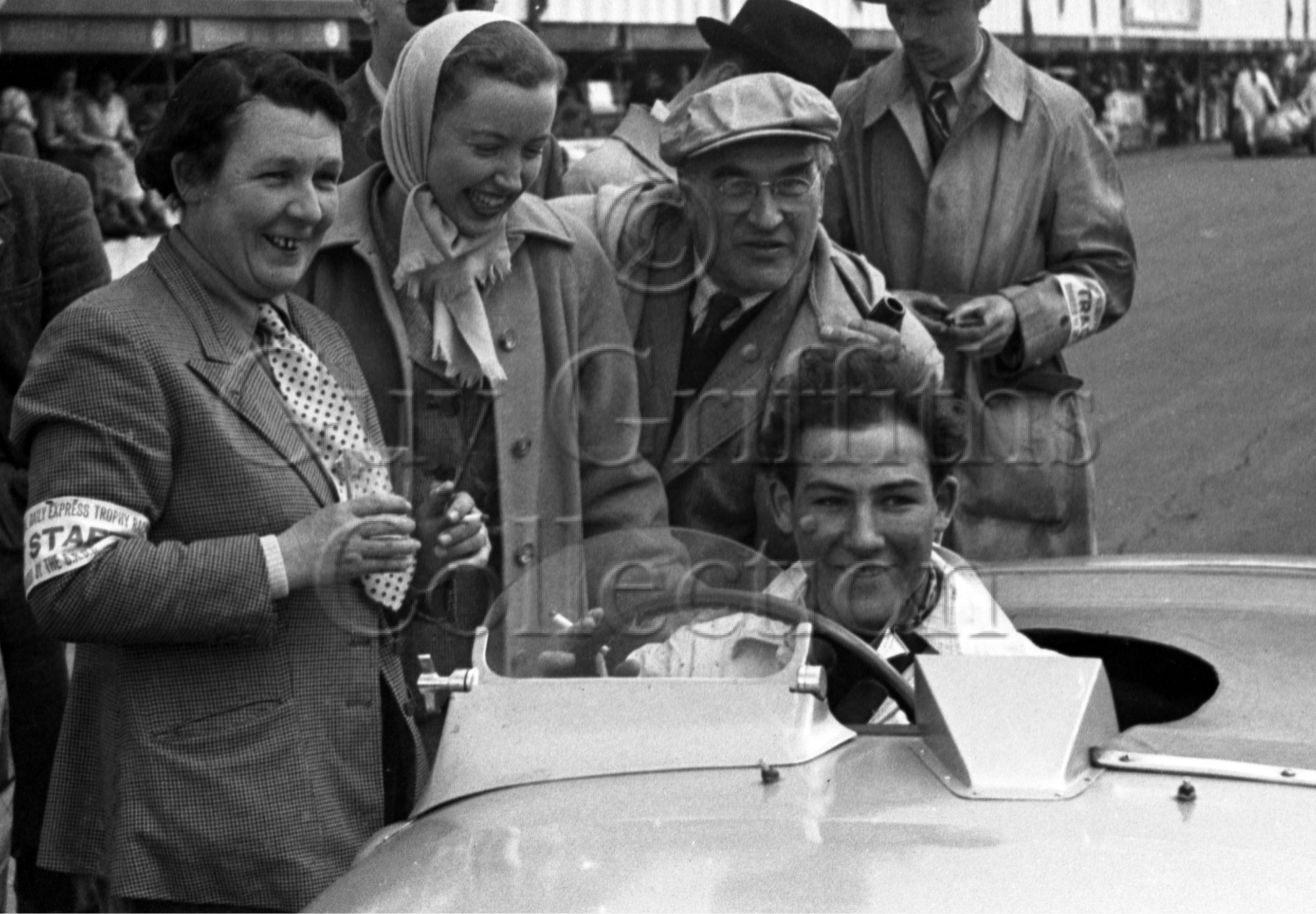 42-182–S-Moss-and-parents–Jaguar-XK-120–Silverstone–05-05-1951.jpg - Guy Griffiths Collection