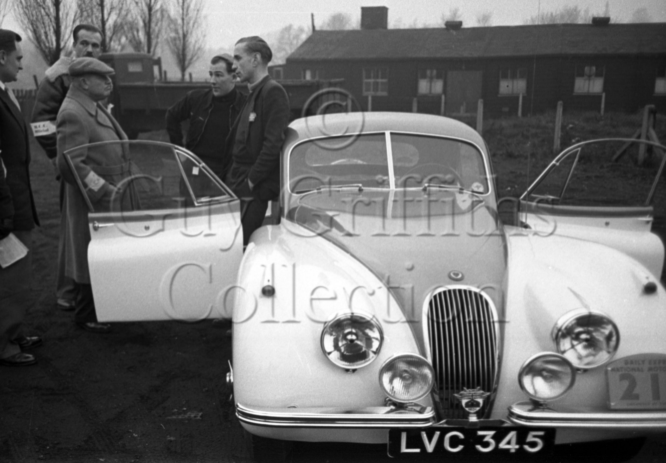 64-263–S-Moss–J-Cooper–Jaguar-XK-120-LVC-345–Daily-Express-Rally–12-11-1952.jpg - Guy Griffiths Collection