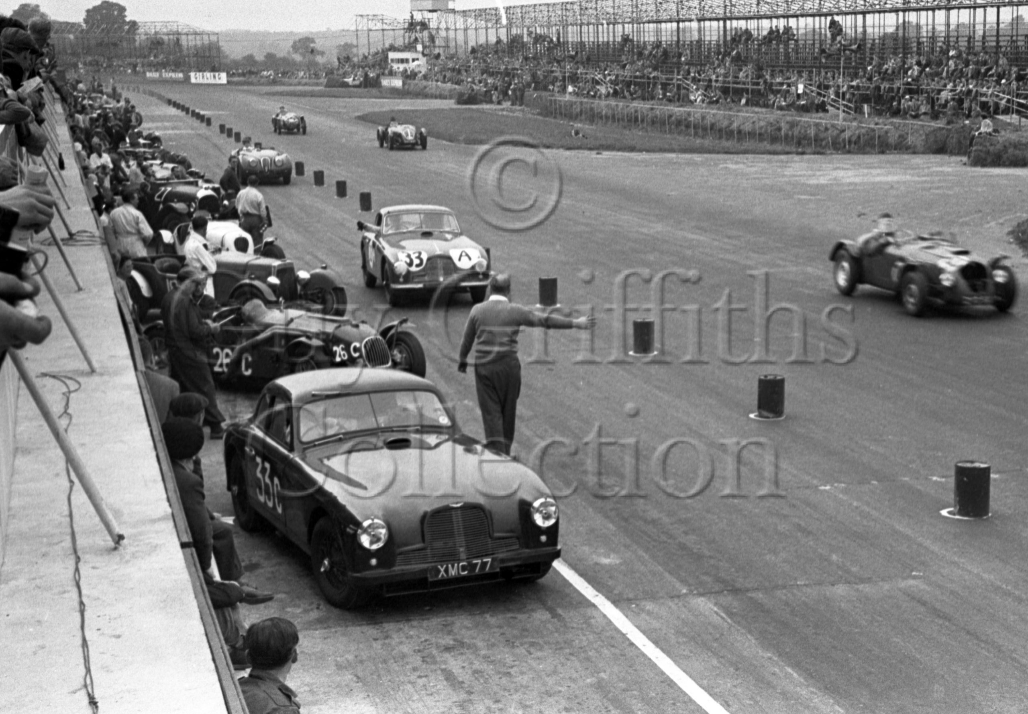 60-205–E-Thompson–P-Clark–Aston-Martin-DB2-2580cc–Silverstone–30-08-1952.jpg - Guy Griffiths Collection