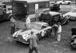 60-213–P-Clark–Aston-Martin-DB2-2580cc–Silverstone–30-08-1952.jpg - Guy Griffiths Collection