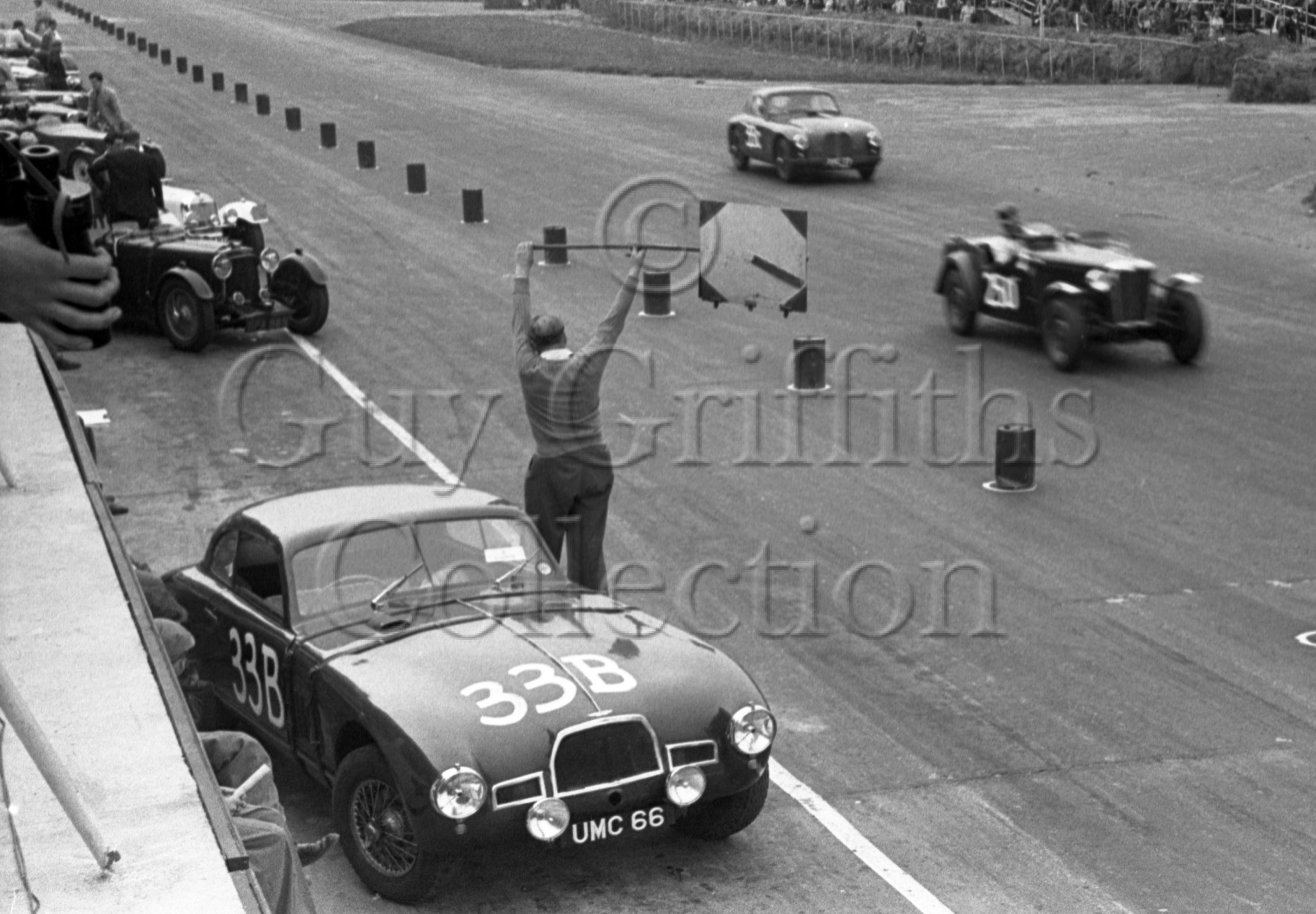 60-372–E-Thompson–Aston-Martin-DB2-2580cc–Silverstone–30-08-1952.jpg - Guy Griffiths Collection