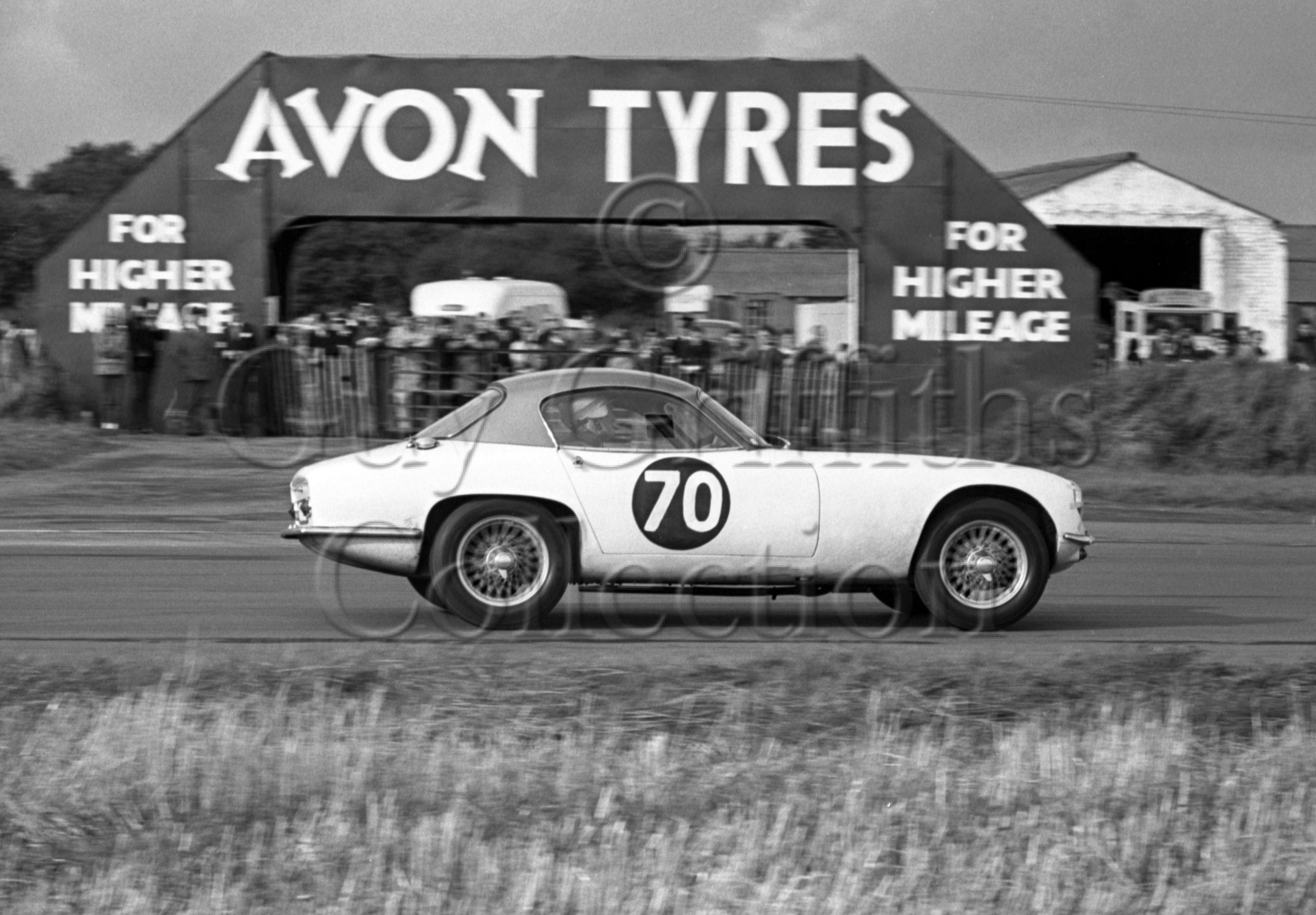 88-392–C-B-Court–Lotus-Elite-1216cc–Castle-Combe–10-10-1964.jpg - Guy Griffiths Collection