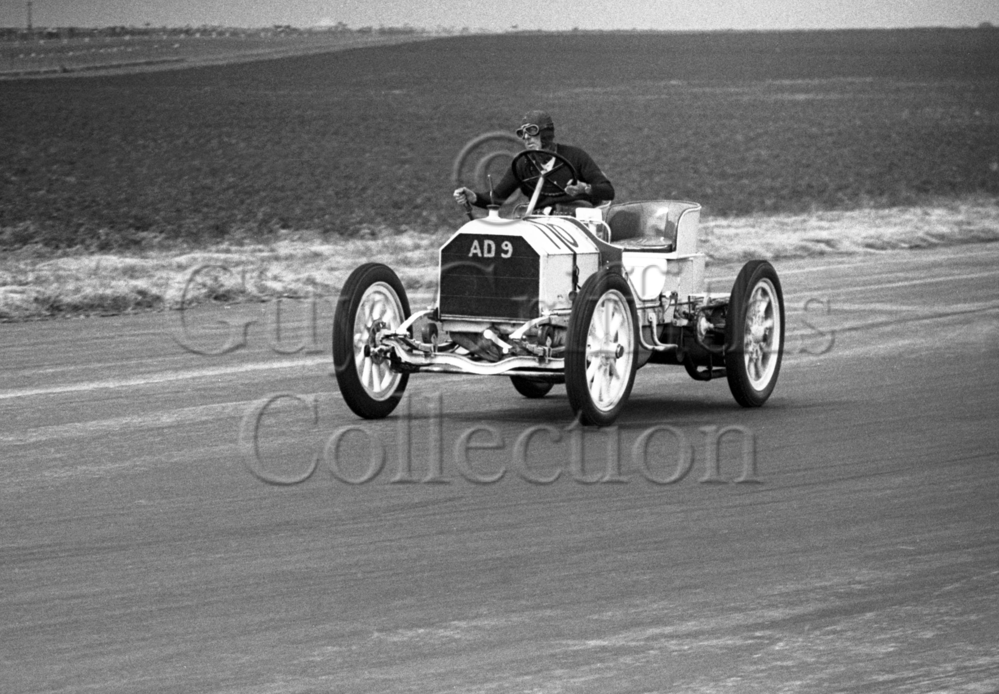 18-104–C-R-Abbott–Mercedes-Simplex–Silverstone–02-07-1949.jpg - Guy Griffiths Collection