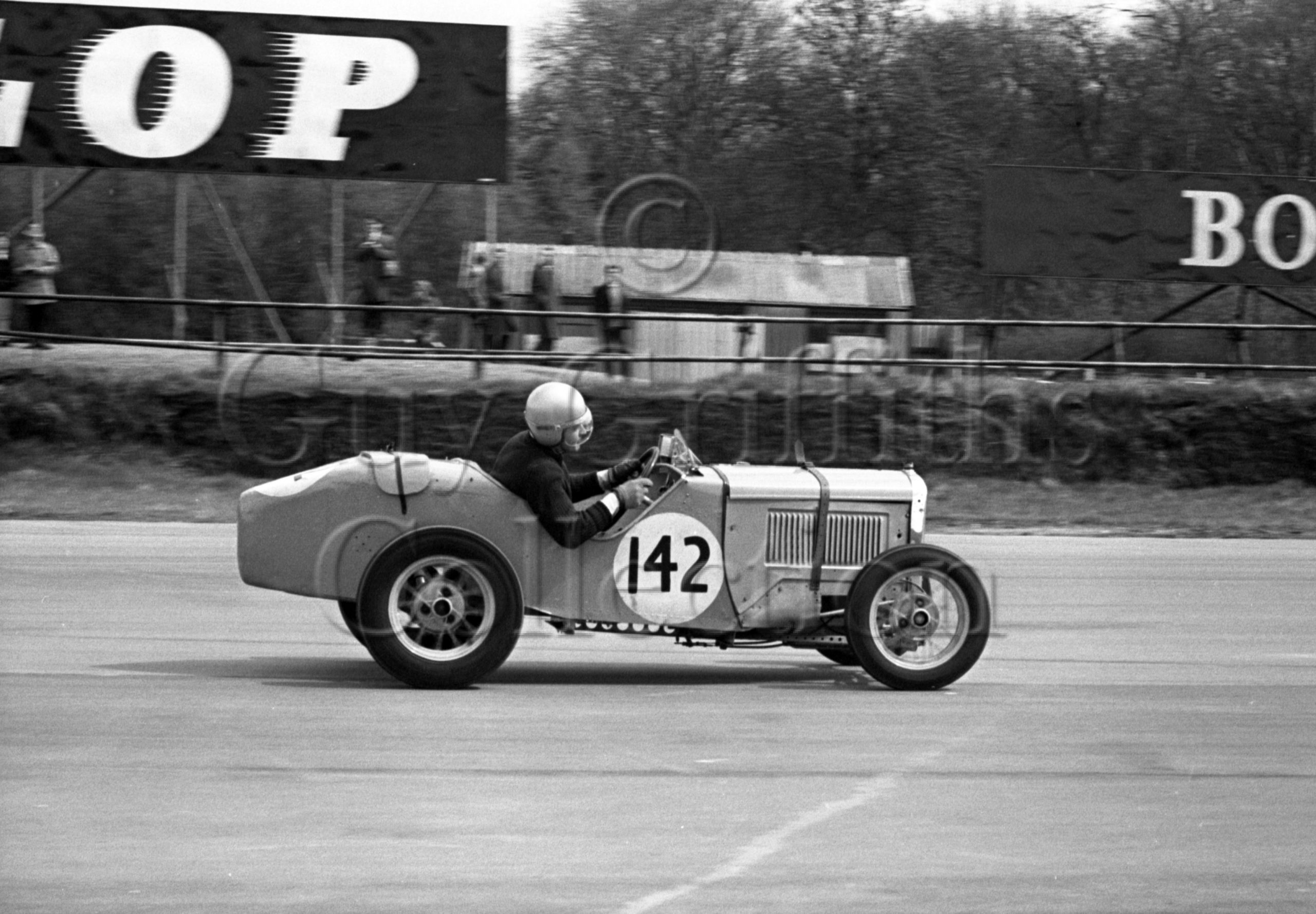 88-915–J-D-Rogers–Austin-Ulster–Silverstone–24-04-1965.jpg - Guy Griffiths Collection