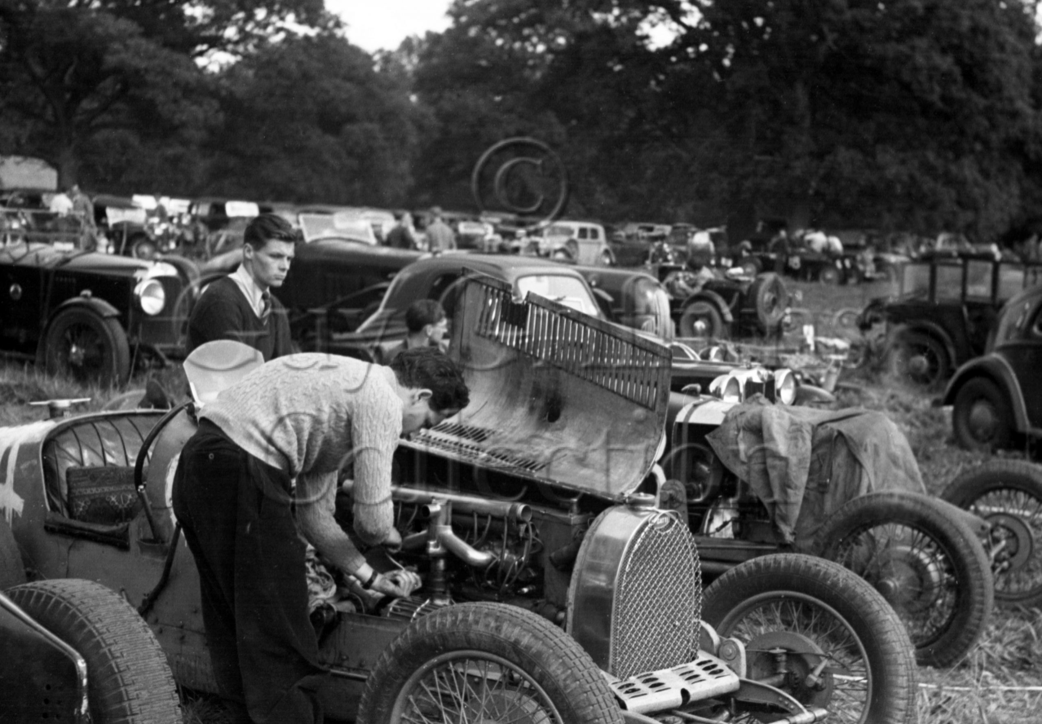 02-454–Bugatti–Paddock–West-Court-Speed-Trials–15-09-1946.jpg - Guy Griffiths Collection