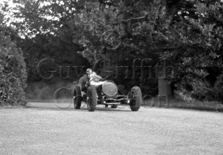 02-622–R-Salvadori–Riley-Special—West-Court-Speed-Trials–15-09-1946.jpg - Guy Griffiths Collection